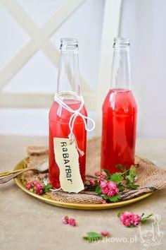 Syrop z rabarbaru         Składniki :     1 kg rabarbaru,  600g cukru,  500ml wody,  sok z 1 cytryny.    Przygotowanie :     Rabarbar umyj...
