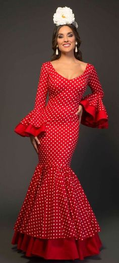 We analyzed the current flamenco costume styles. Flamenco Costume, Flamenco Skirt, Classy Outfits, Girl Outfits, Costume Ethnique, Red Frock, Spanish Dress, Spanish Style, Spanish Fashion