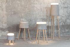 Serax vloerlamp van beton en hout. Te koop via de webshop van VT Wonen. www.stijlburospot.nl