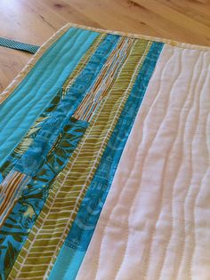 easy quilt.…i like the idea of strips.