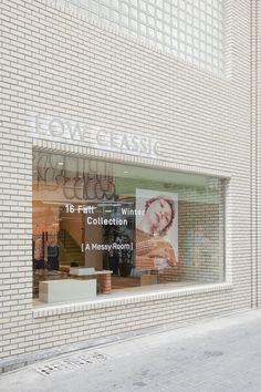 Minimalism in architecture Wayfinding Signage, Signage Design, Facade Design, Exterior Design, House Design, Retail Facade, Building Signs, Brick Facade, Japan Design