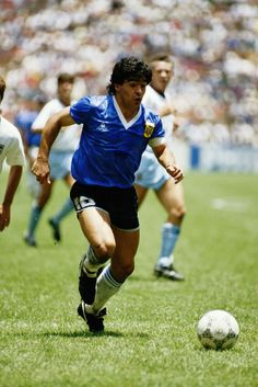 Diego Maradona of Argentina in action during the 1986 FIFA World Cup. Football Icon, Retro Football, World Football, Mexico 86, Mexico City, Diego Armando, Soccer Photography, Football Images, Soccer Stars