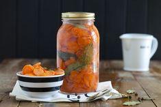 Kiszona marchewka – na zdrowie i odporność! Preserves, Pickles, Salads, Food And Drink, Vegetarian, Homemade, Canning, Drinks, Decor