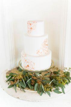 Hand-painted wedding cake #aislesociety #brideside #ASforBrideside #styledbyaislesociety #thebankonbroadway | Emilia Jane Photography, @brideside, @aislesociety | see more on: http://burnettsboards.com/2016/01/altar-ego-mix-match-convertible-bridesmaids-dresses/