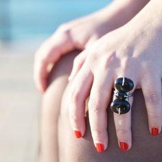 A por la semana !!  Anillo Tres onix. Disponible en www.avaritia.es  #JoyeriaDeAutor #AVARITIA #Diseño #nuevatiendaonline #ootd #cute #fashion #style #jewelrygram #jewerlydesign #gemas #plata #silver #onix #anillos #ring #Cadiz #Sevilla #Madrid by avaritia_insta