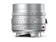 "Leica Store Berlin | <span class=""slogan-line-one"">powered by</span><span class=""slogan-line-two"">Meister Camera</span>"