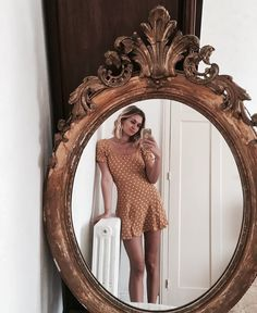 Hairstyles and Beauty: The Internet`s best hairstyles, fashion and makeup pics are here. Style Année 80, Cool Mirrors, Mirror Mirror, Instagram Girls, Disney Instagram, Style Vintage, Look In The Mirror, Art Music, 90s Fashion