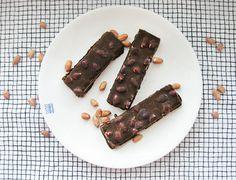 Syötävän hyvä: RAAKA-SNICKERS Amazing Cakes, The Best, Peanut Butter, Goodies, Sweets, Candy, Chocolate, Meat, Baking