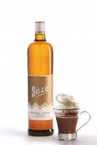 Suze crée deux cocktails dhiver. - Actualités -  Suze revisite les traditionnels cocktails dhiver avec deux créations indispensables à déguster en bas des pistes mais pas que  RECETTE SUZE CHOCOLAT CHAUD  Directement dans une tasse verser :  1/3 de Suze 2/3 de chocolat chaud  Le petit  : Ajouter de la cannelle et de la chantilly.  À déguster bien chaud.    RECETTE SUZE DES MONTAGNES  Directement dans un verre verser : 6 cl de thé chaud à la bergamote 5 cl de Suze 1 cl de sirop ou poudre de…