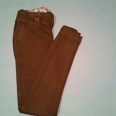 2b Bebe black stretch skinny jeans !! Awesome condition ... cuffs around ankle in like new not faded :-)make offers I'll accept reasonable ones!! bebe Pants Skinny