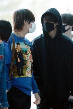 Awww looks like a boyfriends #vkook #BTS #v #jungkook