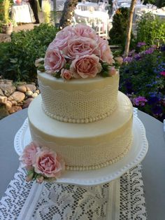 Lovely cake {is that lace...or is that ICED lace???}