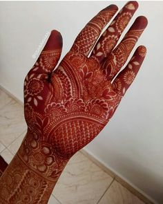 Nowadays , We'have seen that bride tell their love stories in the form of mehndi. Some brides choose minimal mehndi, when some brides choose personalized or typical traditional Indian mehndi designs. Henna Hand Designs, Indian Henna Designs, Latest Bridal Mehndi Designs, Stylish Mehndi Designs, Mehndi Designs 2018, Wedding Mehndi Designs, Latest Mehndi, Beginner Henna Designs, Dulhan Mehndi Designs