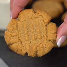 The 13 Minute and 3 Ingredient Peanut Butter Cookies are not your typical peanut butter cookie because they're made with only three ingredients and are ready in just 13 minutes! Quick Peanut Butter Cookies, Gluten Free Peanut Butter Cookies, Chewy Peanut Butter Cookies, Almond Butter Cookies, Danish Butter Cookies, Peanut Butter Sandwich, Cookies Soft, Cookie Butter, Cookies Vegan