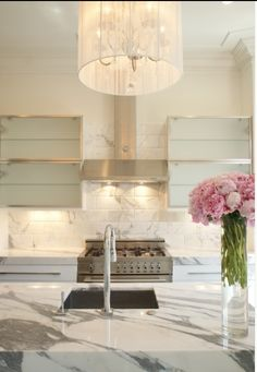 fabulous marble counters in this pretty kitchen