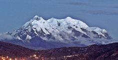 Der Cerro Illimani von La Paz aus gesehen wurde in Bolivien, La Paz aufgenommen und hat folgende Stichwörter: Bolivien,  La Paz,  Bolivia.
