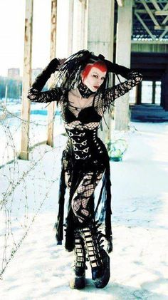 Top Gothic Fashion Tips To Keep You In Style. As trends change, and you age, be willing to alter your style so that you can always look your best. Consistently using good gothic fashion sense can help Goth Beauty, Dark Beauty, Dark Fashion, Gothic Fashion, Steampunk Fashion, Emo Fashion, Fashion Clothes, Style Fashion, Gothic Girls