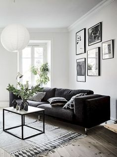 Black and White Living Room Designs. 20 Inspirational Black and White Living Room Designs. Black and White Living Room Design Idea with Black and White Black And White Living Room Decor, Elegant Living Room, Small Living Rooms, Living Room Grey, Living Room Interior, Living Room Designs, Cozy Living, Modern Living, Black Carpet Living Room