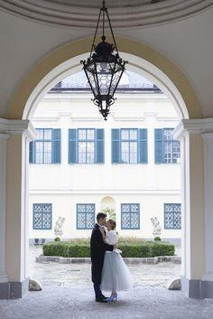 Wedding inspiration blue grey silver at Schloss Laudon Vienna Austria Barbara Wenz Photography