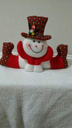 Best 12 Stephy García Ferrer's media content and analytics Felt Snowman, Snowman Christmas Ornaments, Christmas Tree Toppers, Felt Christmas, Simple Christmas, Christmas Crafts, Christmas Wall Hangings, Santa Decorations, Homemade Ornaments