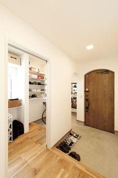 Shoe Room, Entry Way Design, Natural Interior, Small Places, House Entrance, Japanese House, Duplex Apartment, Diy Room Decor, Home Decor