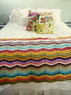 Vintage Bedroom I need to make a giant one for baby and I and the babe -Gia another family blanket coming! - i am addicted to color. and vintage florals Crochet Home, Love Crochet, Beautiful Crochet, Crochet Baby, Knit Crochet, Chevron Crochet, Crochet Stitches, Crochet Patterns, Crochet Ripple Blanket