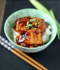 General Tso's Tofu is a vegetarian alternative to chicken. The sweet spicy sauce is the perfect compliment to the crispy tofu. Veggie Recipes, Asian Recipes, Vegetarian Recipes, Dinner Recipes, Cooking Recipes, Healthy Recipes, Cooking Tofu, Vegetarian Dish, Simple Recipes