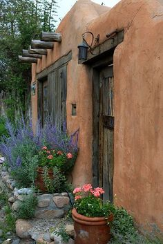 34 FACHADA DE CASA DE PUEBLO EN Santa Fe, New Mexico