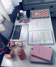 𝓅𝓇𝒾𝓈𝒾𝓁𝒶𝓉𝒽𝑒𝓈𝓁𝑜𝓉𝒽 ✨ / Dekopub - #colleges #Dekopub #𝓅𝓇𝒾𝓈𝒾𝓁𝒶𝓉𝒽𝑒𝓈𝓁𝑜𝓉𝒽 Study Room Decor, Study Rooms, Study Space, Study Desk, Study Areas, Study Organization, High School Organization, School Study Tips, Study Hard