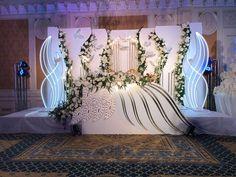 Wedding Backdrop Design, Wedding Stage Design, Wedding Reception Backdrop, Wedding Designs, Indoor Wedding Decorations, Wedding Table Themes, Wedding Centerpieces, Champagne Wedding Themes, Beautiful Landscape Wallpaper
