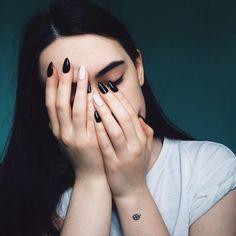 uñas negras y blancas Más