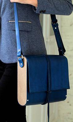Kabelka na rameno MIDI EXTRA LARGE ROYAL BLUE