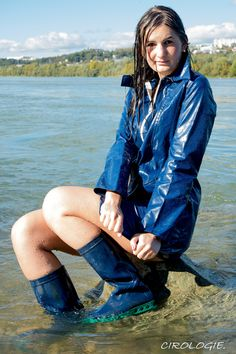 Raincoats For Women Wardrobes Vinyl Raincoat, Pvc Raincoat, Raincoat Jacket, Plastic Raincoat, Hooded Raincoat, Imper Pvc, Wellies Rain Boots, Feminine Fashion, Boots