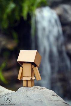 Top 30 des superbes photos de Danbo, le petit robot en carton méchamment photogénique