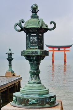 Torii desde Itsukushima Miyajima, Wonderful Places, Fountain, Japan, Outdoor Decor, Home Decor, Deer, Walks, Statues