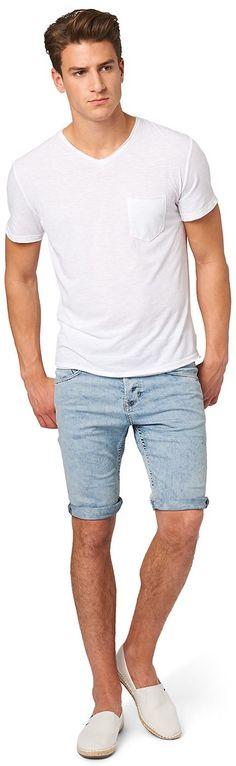 Slim Denim-Bermuda für Männer (unifarben, mit Knopf und Reißverschluss) aus Denim, starke Auswaschung, mit seitlichen Einschubtaschen. Material: 85 % Baumwolle 14 % Polyester 1 % Elasthan...