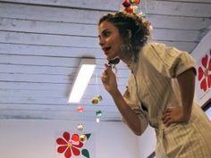 """No domingo, dia 26, às 17h, a atriz Sarah Viana narra histórias para crianças na Praça Victor Civita. Os pequenos vão ouvir e se encantar com """"A Serpente e o Vagalume e """"O Bobo e o Gigante""""."""