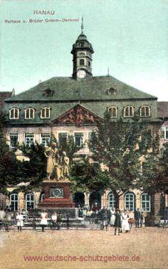 Hanau - Rathaus und Brüder Grimm-Denkmal