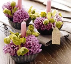 Pretty arrangements in small tin containers. Great idea!