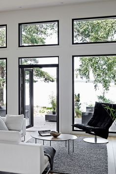 Kannustalo Harmaja Saimaa, talo nro 6 – Messutalo Mikkeli 2017 - Kannustalo Cottage Design, House Styles, Interior And Exterior, House Design, Modern Interior Design, Beautiful Interiors, Inside A House, House Interior, Resort Interior