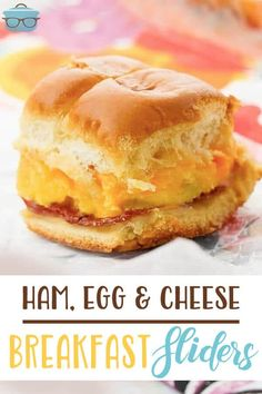 These breakfast sliders are layered with rolls, ham slices, sliced cheese, scrambled eggs and melted butter. Perfect for easy breakfast on the go! Breakfast Slider, What's For Breakfast, Best Breakfast Recipes, Breakfast Dishes, Brunch Recipes, Brunch Ideas, Fall Recipes, Delicious Recipes, Scrambled Eggs With Cheese
