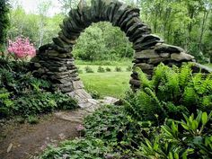 STUNNING! This is so amazing. I wonder if I can make a circular arch with willow?