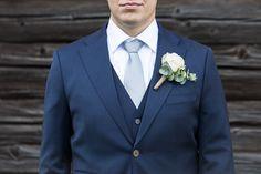 Sulhasen asu ja viehe, valkoinen ruusu / Groom's outfit Asu, Blue Wedding, Suit Jacket, Navy Blue, Wedding Photography, Weddings, Wedding, Jacket, Wedding Photos