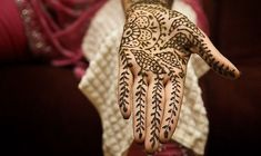 Divya Patwari give us an inside look at the history and rituals of a traditional Indian wedding ceremony or 'Vivaah' Indian Wedding Henna, Indian Wedding Ceremony, Indian Wedding Photos, Indian Weddings, Deep Red Wedding, Nail Oil, Burgundy Wedding Invitations, Traditional Indian Wedding, Henna Patterns