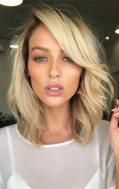 short wavy hair style idea for blonde + pink lips + blue eyes + makeup Square Face Hairstyles, Cool Short Hairstyles, Face Shape Hairstyles, Layered Hairstyles, 50s Hairstyles, Diamond Shaped Face Hairstyles, Shaved Hairstyles, Hairstyle Ideas, Short Wavy Hair