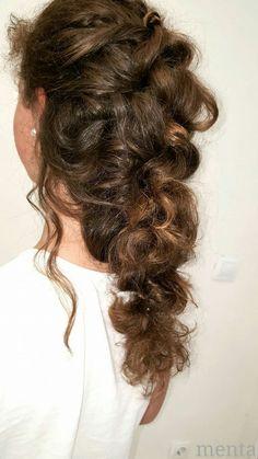 "La calle va cargada de trenzas y para las ""IT GIRLS"" como LEIRE es un indispensable para completar su look 😎😃 #beyondtheponytail  #modernsalon  @menta_zaragoza  #hairinspo  #hairstyle  #zaragoza  #bloggerzaragoza  #glamteam   #fashionblogger  @_leire08_"