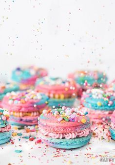 Faire des macarons licornes pour un anniversaire féérique ! Make unicorn macaroons for a magical birthday!