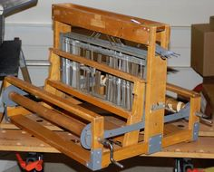 Built in It needs cleaning, derusting and refinishing. Loom Yarn, Rug Loom, Loom Weaving, Hand Weaving, M Design Logo, Vintage Crafts, Crafty Craft, Wooden Tables, Arts And Crafts