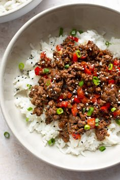 These ground beef and rice bowls are ideal for busy families! The Korean-inspired sauce is out of this world. These easy beef bowls are a quick and delicious Asian-inspired recipe that makes the perfect weeknight dinner. Ready in less than 30 minutes! Asian Recipes, Healthy Recipes, Ethnic Recipes, Ratatouille, Low Carb Taco, Quick Meals To Make, Asian Beef, Korean Beef Bowl, Korean Ground Beef