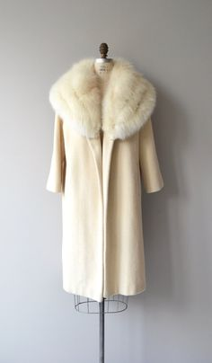 Luxurious 1960s cream wool clutch coat (no closures) with dreamy oversized fox fur collar, welt pockets and cream silk crepe lining.   --- M E A S U R E M E N T S ---  fits like: medium/large shoulder: approx. 16 waist: free hip: free sleeve: 20 length: 39 brand/maker: n/a condition: excellent  ★ layaway is available for this item  ➸ More vintage coats http://www.etsy.com/shop/DearGolden?section_id=5800175  ➸ Visit the shop http://www.DearGold...